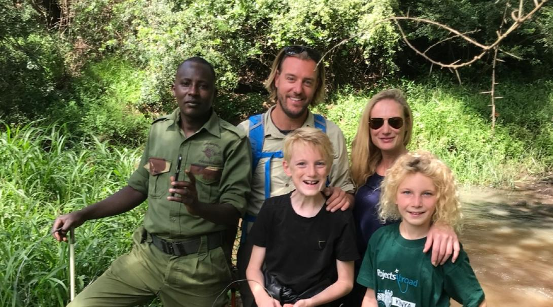 Belgian family help clear snares during their family volunteer trip in Kenya